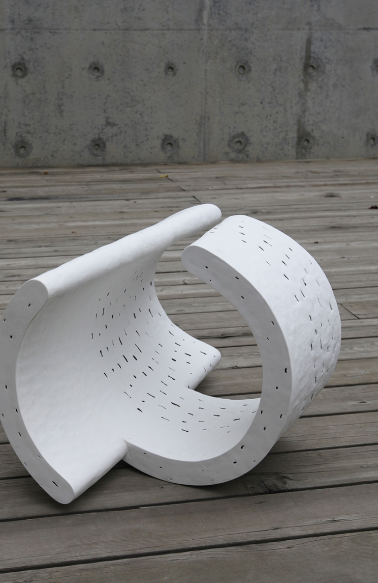 Chun Bok Lee, Between Spaces 16, Porcelain, polished, 51x47x12cm, 2015