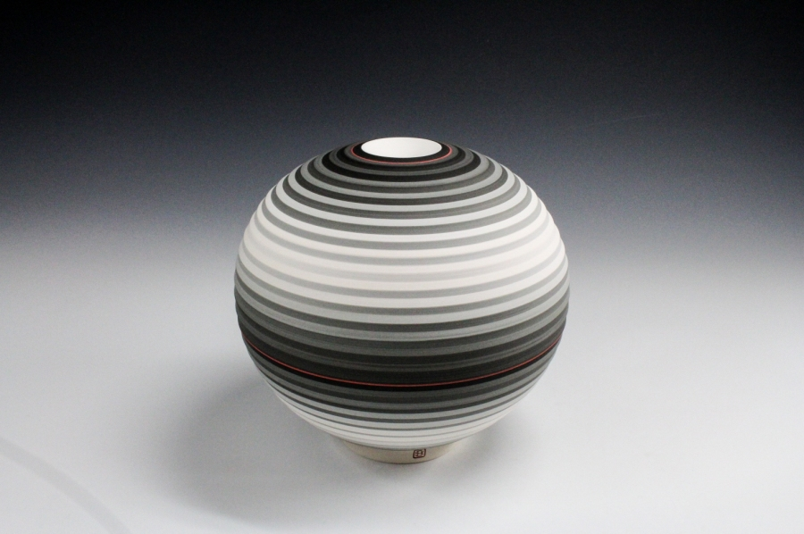 Jin Eui Kim, OPject - Spherical form, Earthenware, 1120ºC Wheel-thrown and brushed 18 tones of engobes, D:18cm×H:19cm, 2016